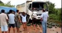 คลิป ชนกันยับ อุบัติเหตุ รถกระบะชนกับรถบรรทุกแตงโมจินตรา