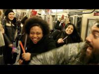คลิป เปลี่ยนรถไฟใต้ดินสุดน่าเบื่อ เป็นผับที่แดนซ์กันกระจุย (มี DJ ด้วยนะ)