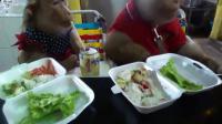 คลิป พาลูกน้องมากินข้าว