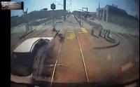 คนขับรถที่ไม่สนใจแม้แต่ รถไฟ