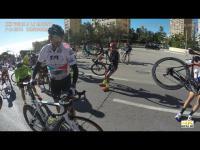 คลิป นักปั่นมืออาชีพยังต้องยอม ลมแรงจัดปั่นต่อไม่ได้ ต้องแบกจักรยานฝ่าลม