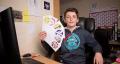 โคตรเทพ! เด็กวัย 13 เปิดบริษัทได้ 2 เดือนทำกำไรเป็นแสนๆ แค่ขายสติกเกอร์