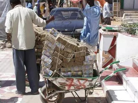 """เชื่อหรือไม่!! นี่คือ """"ซิมบับเว"""" ประเทศที่มีปัญหาเงินเฟ้อ ..."""