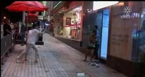 สำนักข่าวจีน แพร่ภาพตำรวจหญิง วิสามัญฯ คนร้ายจับตัวประกัน (18+)