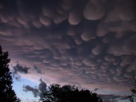 ปรากฏการณ์ธรรมชาติ เมฆสวย เป็นรูปตะปุ่มตะป่ำ