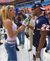ดูชัดๆ อิเนส ซาอินซ์ นักข่าวสุดเอ็กซ์.! ที่นักบอล NFL รุมแซว