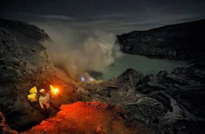 ตามรอยคนภูเขาไฟ...ชายผู้แบกกำมะถัน ณ ภูเขาไฟคาวา อิเจน (Kawah Ijen : Indonesia)