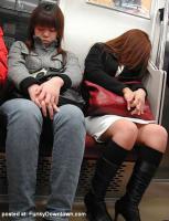 อริยาบถของคนหลับในรถไฟฟ้า