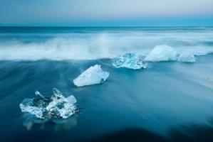 สำรวจ ทะเลสาป ธาร น้ำแข็ง