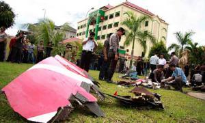 อุบัติเหตุ  เครื่องบิน  อินโดนีเซีย  ระเบิดกลางอากาศ