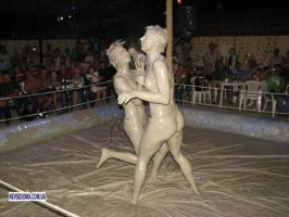 Women Mud Wrestling มวยปล้ำ โคลน มันส์ๆ ของ บรรดา สาวๆ