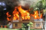 ไฟไหม้ กุฏิ ไม้สักทรงไทยวัดพนัญเชิงวอด