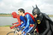 เจ๋งโคตร สไปเดอร์แมน-ซุปเปอร์แมน-แบทแมน ปั่นจักรยานไปสอนหนังสือเด็กดอย(ชมคลิป)