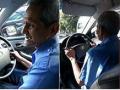 คุณตาวีรยุทธ์ วัย 82 ขับแท๊กซี่เลี้ยงภริยาเป็นอัมพาต เงินแต่ละบาทลูก 6 คนไม่เคยส