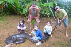 ครูคณิตสุดโหด ฟัดงูอนาคอนด้าตัวเป้ง หลังนอนเพลินย่อยอาหารในแม่น้ำ!!