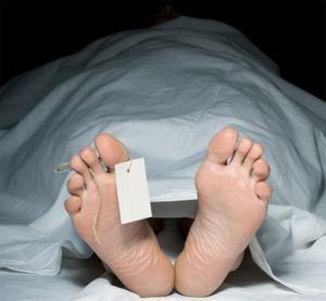 เหลือเชื่อ คุณยายวัย 95 ตายแล้วฟื้นขณะรดน้ำศพ ตะลึงงันกันทั้งงาน