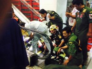 ชีวิตหรือชื่อเสียง? เด็ก10ขวบ ขาติดบันไดเลื่อนตั้งแต่ 3ทุ่ม-เที่ยงคืน ห้างไม่ยอมให้กู้ภัยเข้าช่วย!!