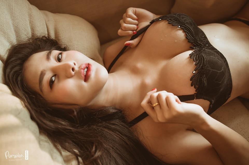 สาวเซ็กซี่ น้องเฌอพลอย ในชุดบิกินี่สีดำชวนหวิว