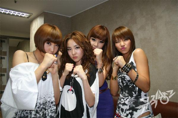 ชมรมสำหรับคนชอบสาวๆ 2NE1